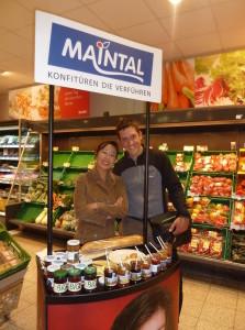 Kirgisin Rahat macht Werbung für fränkische Marmelade